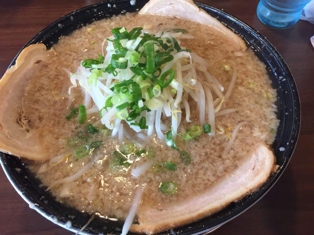 燕市吉田にあるあのらーめん侍元 魂でラーメン食べた